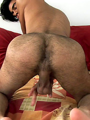 Ricardo strokes dick, Added: 2012-11-15 by Squirtz