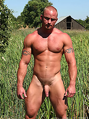 Big muscle man posing naked outdoors, Added: 2011-09-07 by Colt Studio