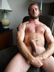 Blond, Hairy and Muscles - Drake has it all, Added: 2013-07-30 by Bentley Race