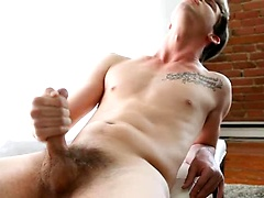 Liam Emerson, Added: 2015-08-27 by Squirtz